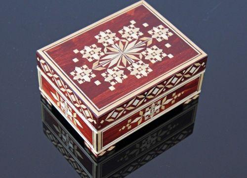 https://mypoland.com.pl/116-629/szkatulka-bialoruska-z-kwiatowym-wzorem-.jpg