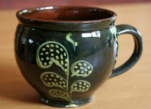 A round-bellied mug with a handle