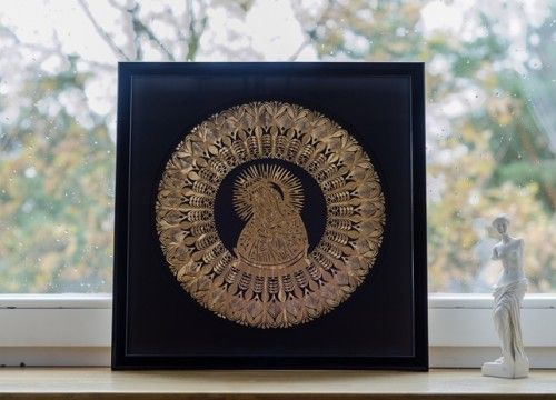 Our Lady of the Gate of Dawn paper cutting