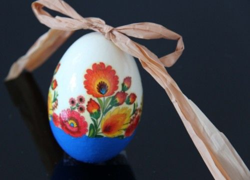 Decorated egg with flowers (created on goose eggshell)