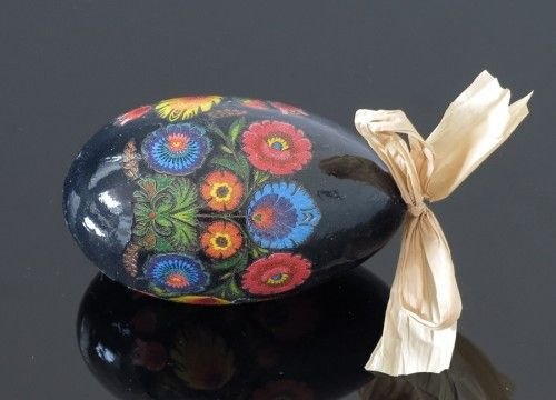 Decorated egg with Lowicz  flowers (created on a goose eggshell)