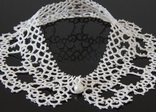 Fancy collar in white lace