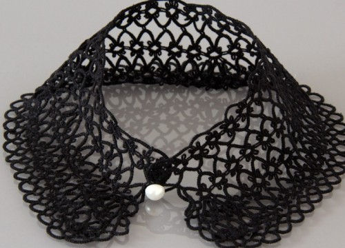 Fancy collar in a black lace