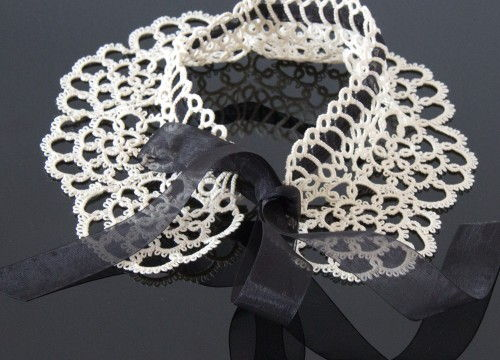 Fancy collar with chiffon ribbon