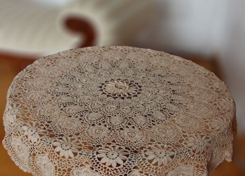 Lace from Koniakow with convex flowers (94 cm)