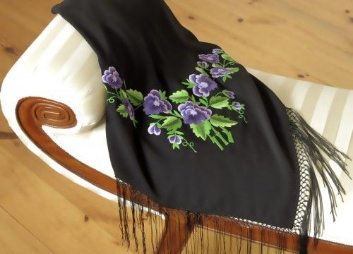 Scarf with violet roses
