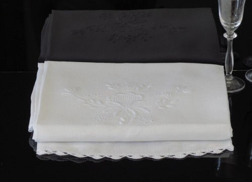 Round tablecloth (white linen)