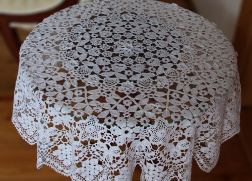 Lace from Koniakow with convex flowers