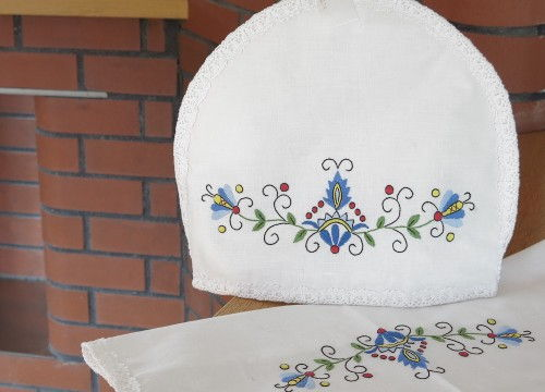 http://mypoland.com.pl/536-2815/teapot-lining-and-the-serviette-three-tulips.jpg