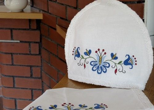 http://mypoland.com.pl/538-2836/un-soutient-theiere-et-une-serviette-une-tulipe-dans-une-couronne.jpg