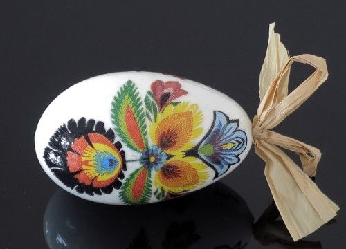 Decorated egg with a big Lowicz  flower (created on a goose eggshell)