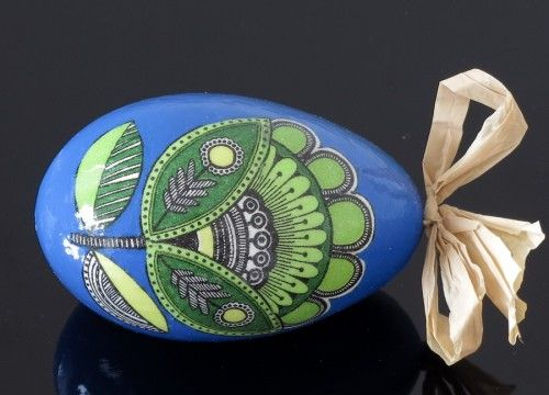 Blue decorated egg with a green flower (created on a goose eggshell)
