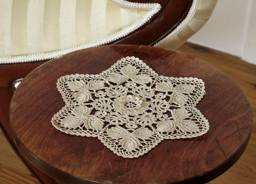 Lace from Koniakow with flower and leaves