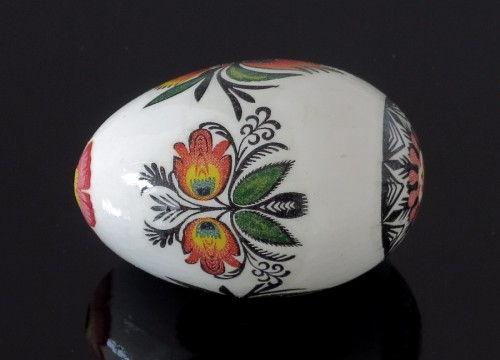 https://mypoland.com.pl/562-3004/pisanki-czarne-z-kwiatkiem.jpg