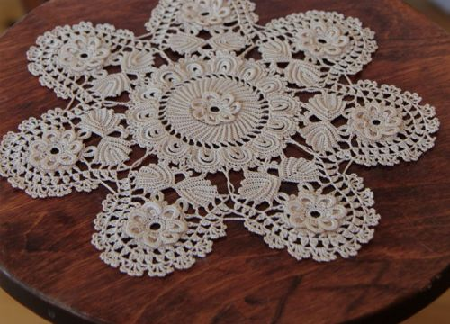 Lace from Koniakow with vegetable ornament