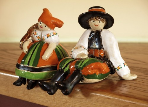 Lowicz couple (with a painted embroidery)