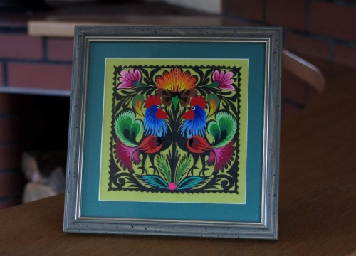 Łowicz paper cut-out– small, black cocks in a olive frame