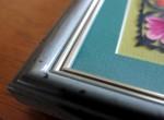 Découpure de Łowicz: petits coqs noirs en encadrement olive