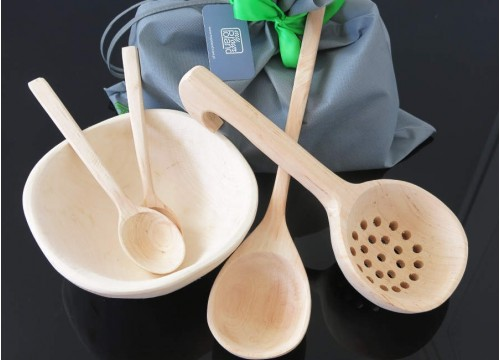 Set of wooden household items (II)