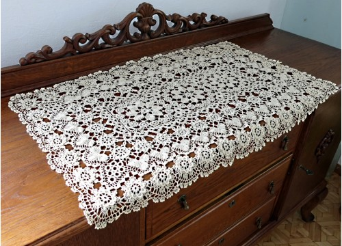 Rectangular lace from Koniakow (91 x 60 cm)