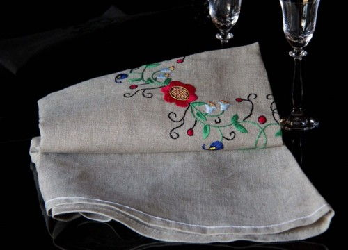 A round tablecloth (medium)