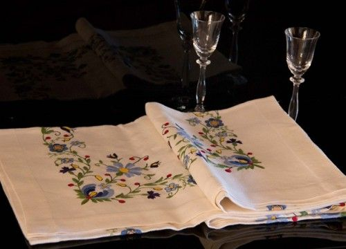 Collector's tablecloth in colours of azure